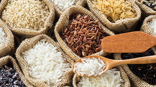 Mixed rice in burlap bags, brown, yellow, white (dry stores categories)